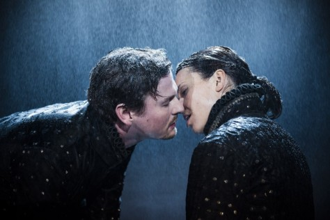Andrea Wenzl (Kat) and Shenja Lacher (Petruchio). In the rain. Photo: Thomas Dashuber
