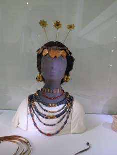 There was no such thing as too much jewellery in 2500 B.C.E. Iraq