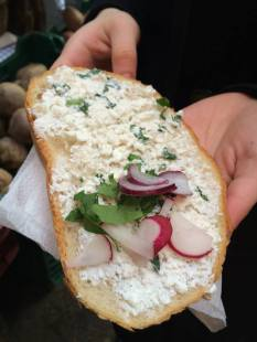 Bread with goat cheese at the Szimpla farmers' market