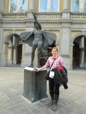 Hanging out with Papageno in front of the opera house