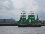 I love the green sails