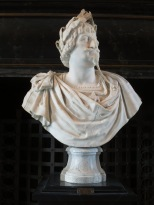 Kingly statue