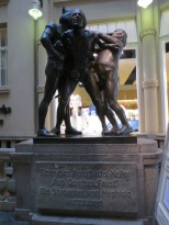 Students bewitched by Mephisto (a statue by the entrance of Auerbachs Keller)